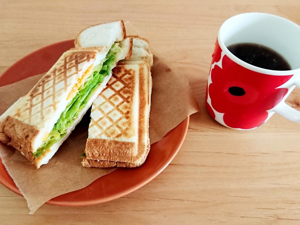 ホットサンドとコーヒー
