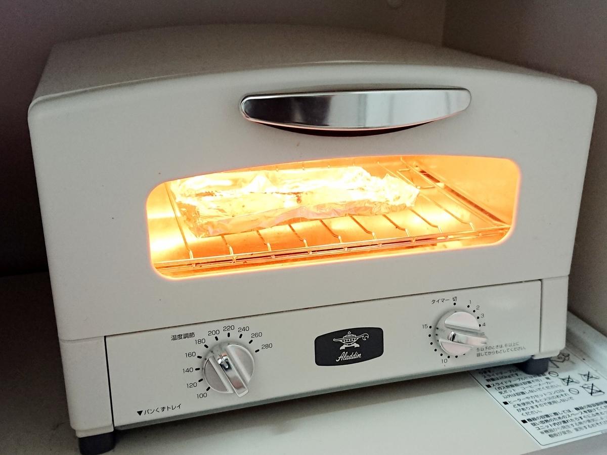オーブンでクッキーを温め中