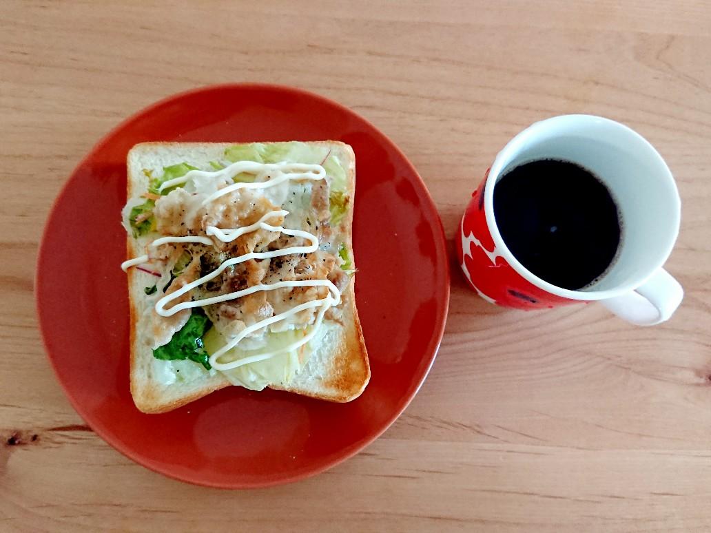 コーヒーと食パン
