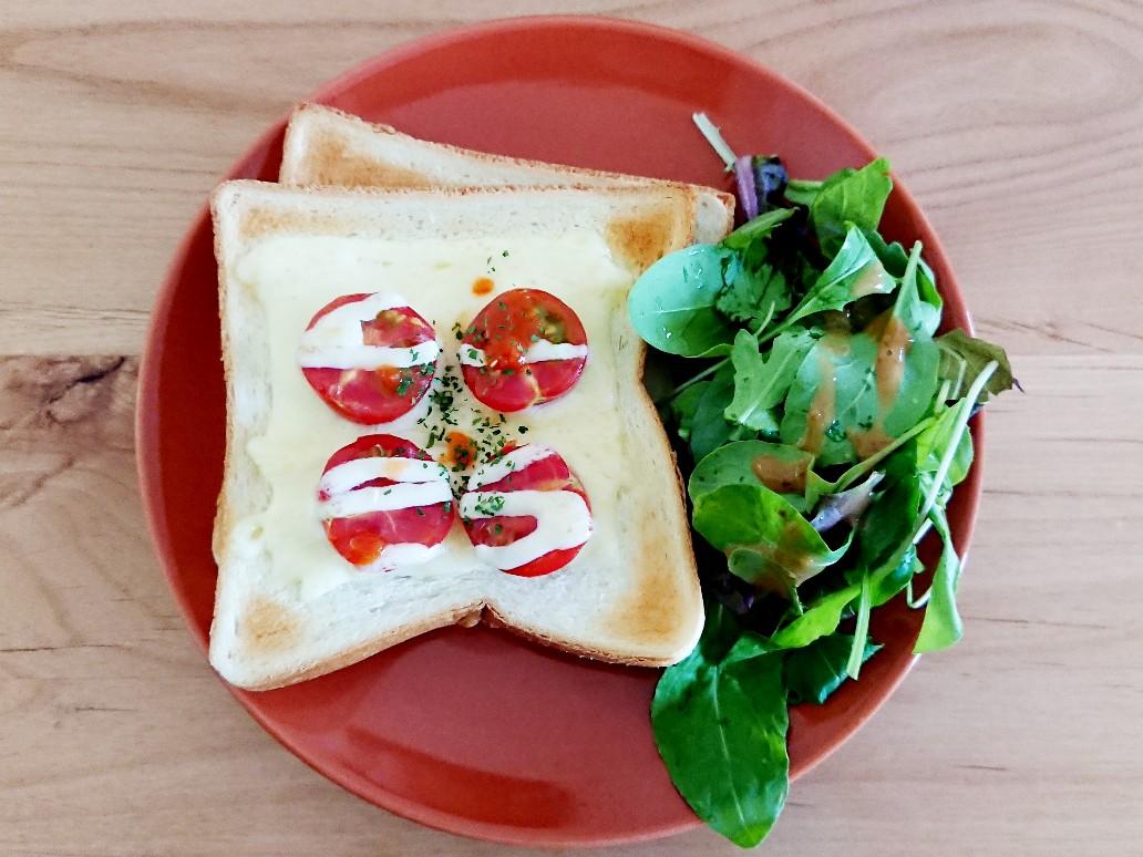 トマトチーズトースト