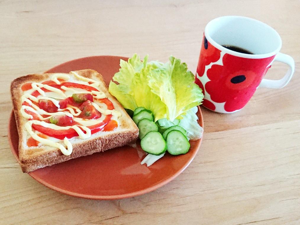 コーヒーとトマトパプリカトースト