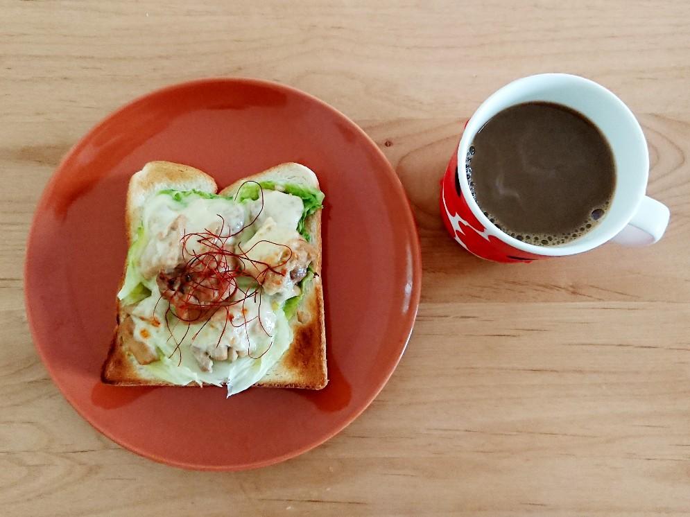 照りマヨチキントーストとコーヒー