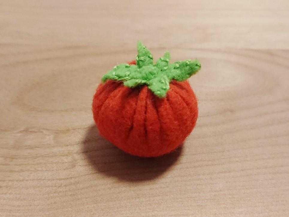 フェルトで作ったトマト