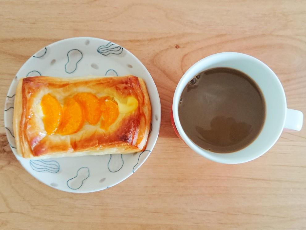 コーヒーとミカンカスタードデニッシュ