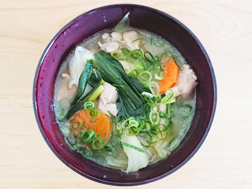 鶏モモと野菜のスープ