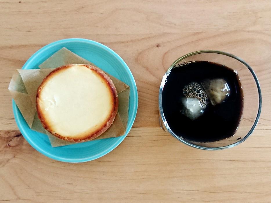 コーヒーとチーズタルト