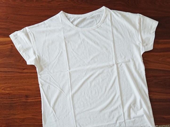 白の無地Tシャツ