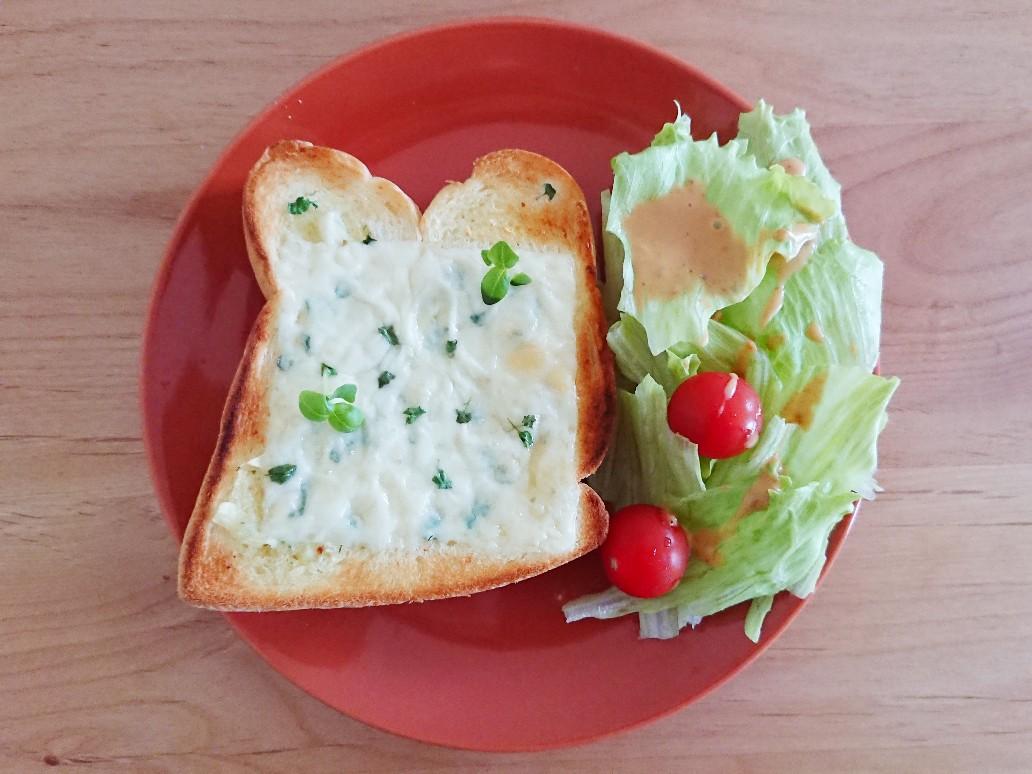 チーズバジルトースト