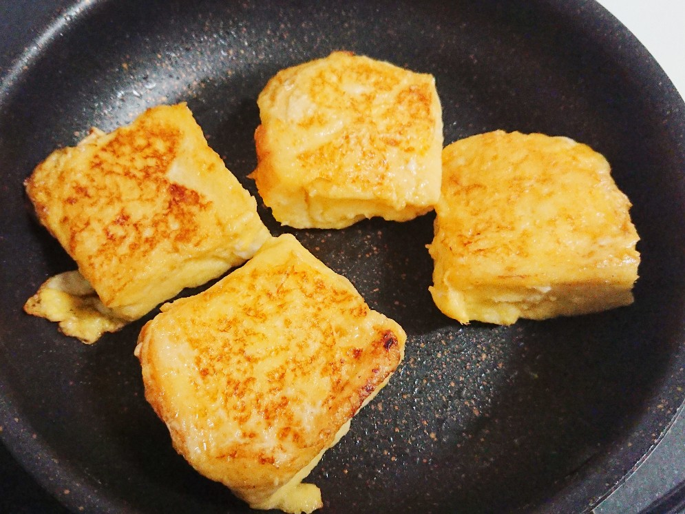 焼き色がついたフレンチトースト