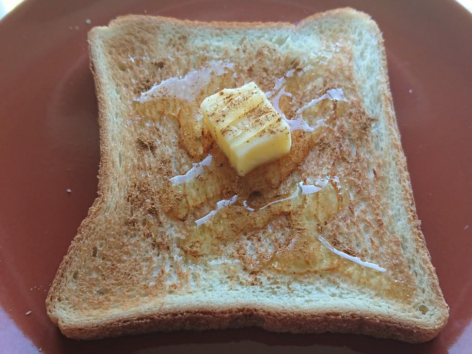 暗いはちみつバタートーストの写真