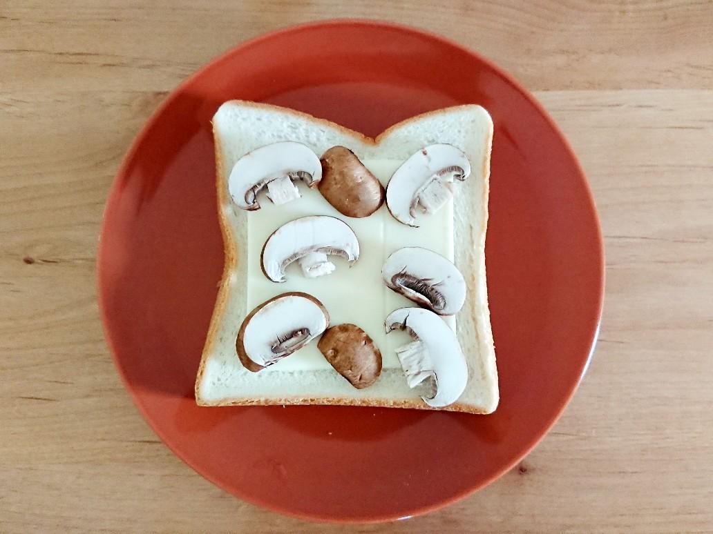 マッシュルームチーズトースト