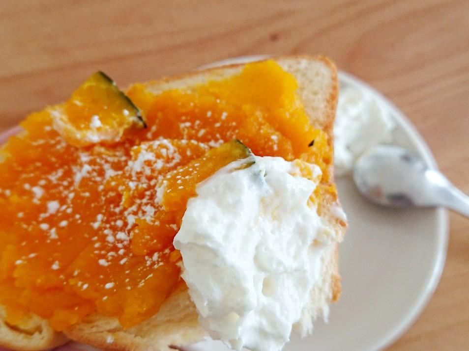 かぼちゃトーストに生クリーム