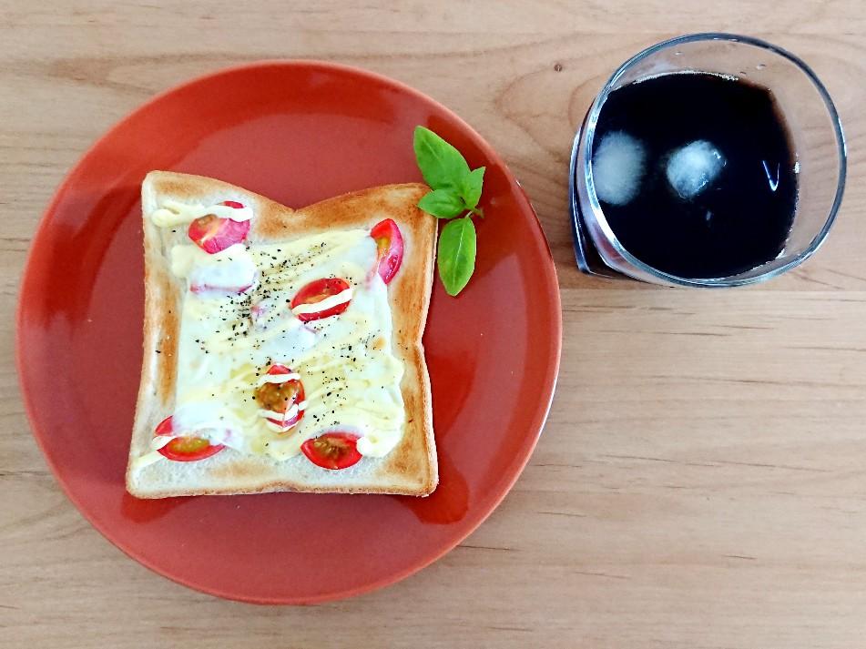 コーヒーとモッツァレラチーズトースト