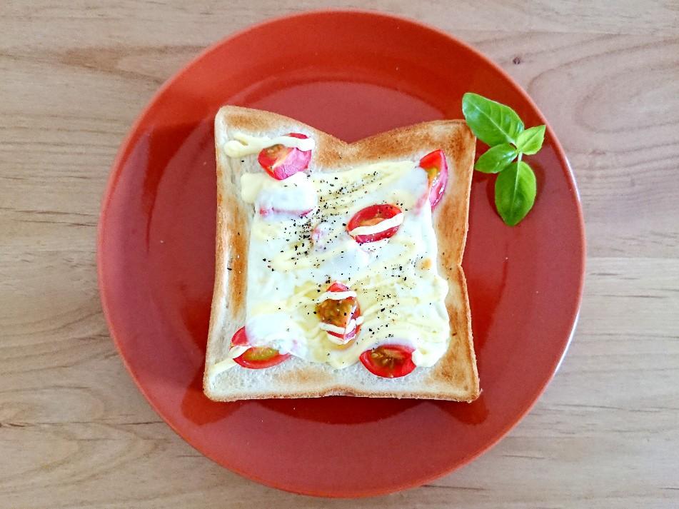 モッツァレラチーズとトマトのトースト