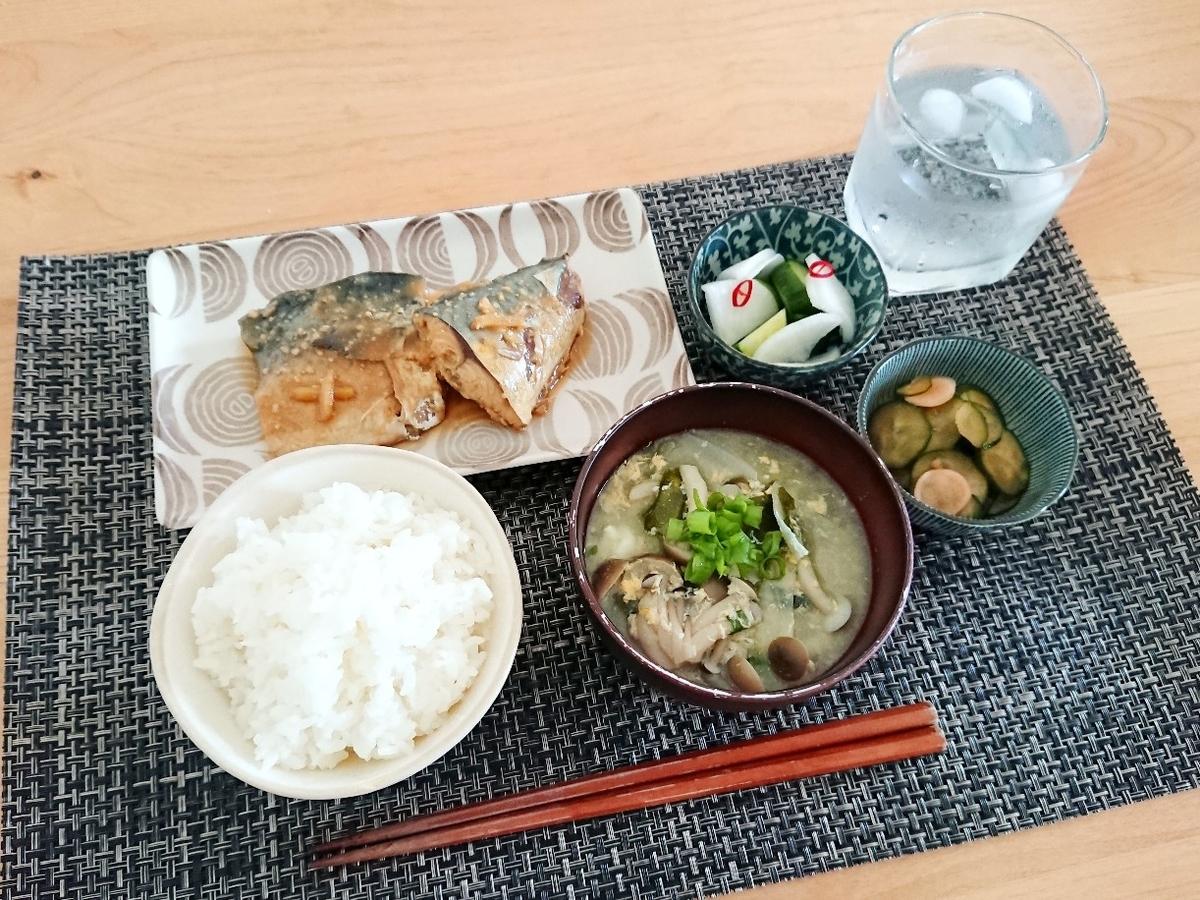 サバの味噌煮 ご飯 お味噌汁 漬物