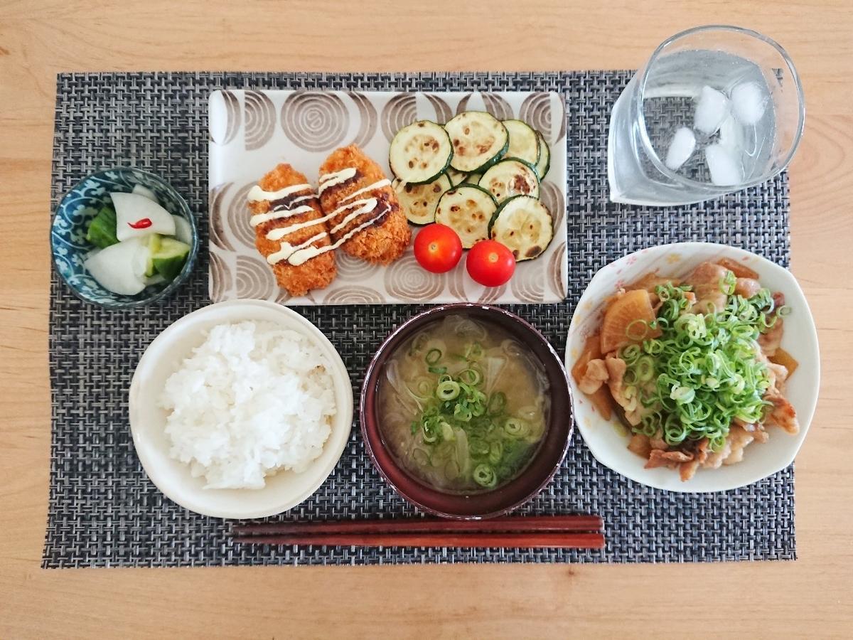 ご飯 お味噌汁 豚バラ大根 揚げ物 漬物