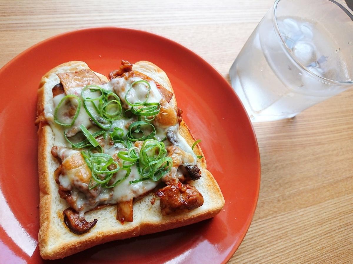 水 豚肉チーズトースト