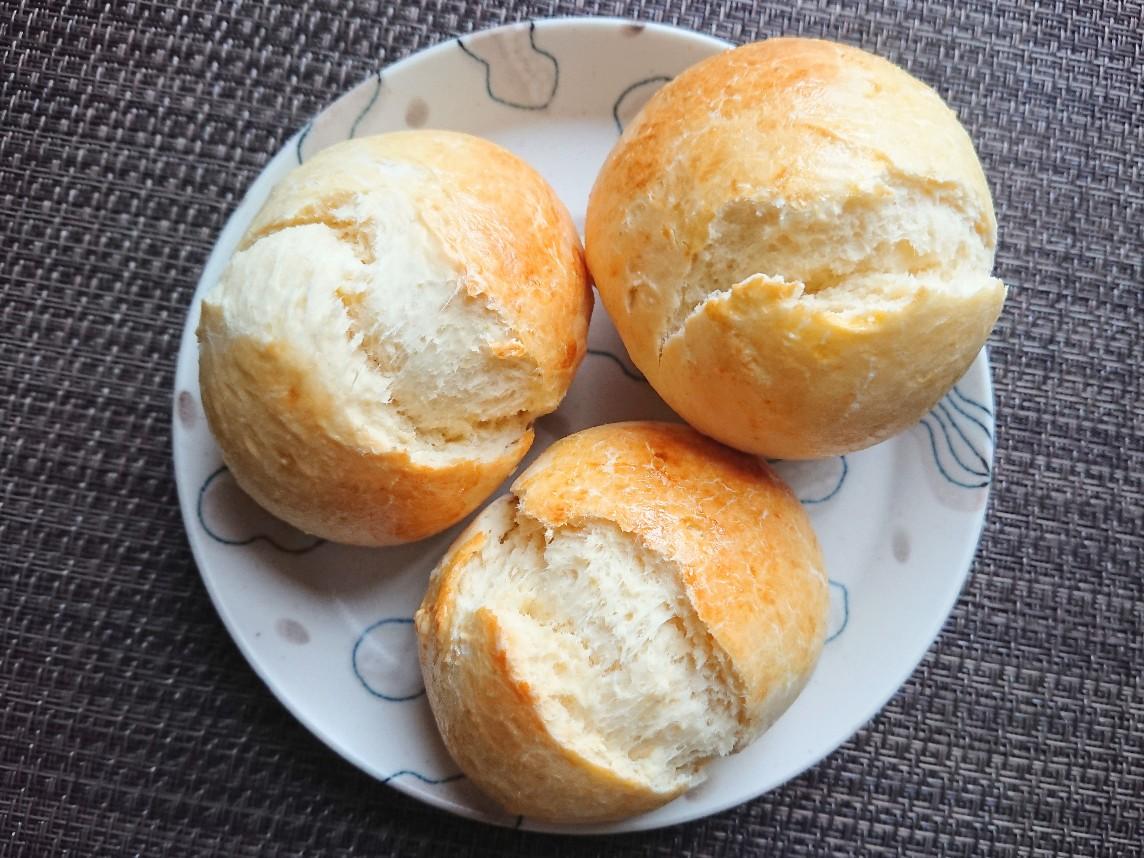 お皿にのったパン