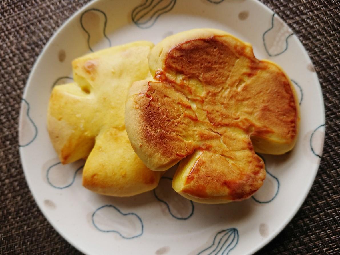 お花の形のかぼちゃパンの裏
