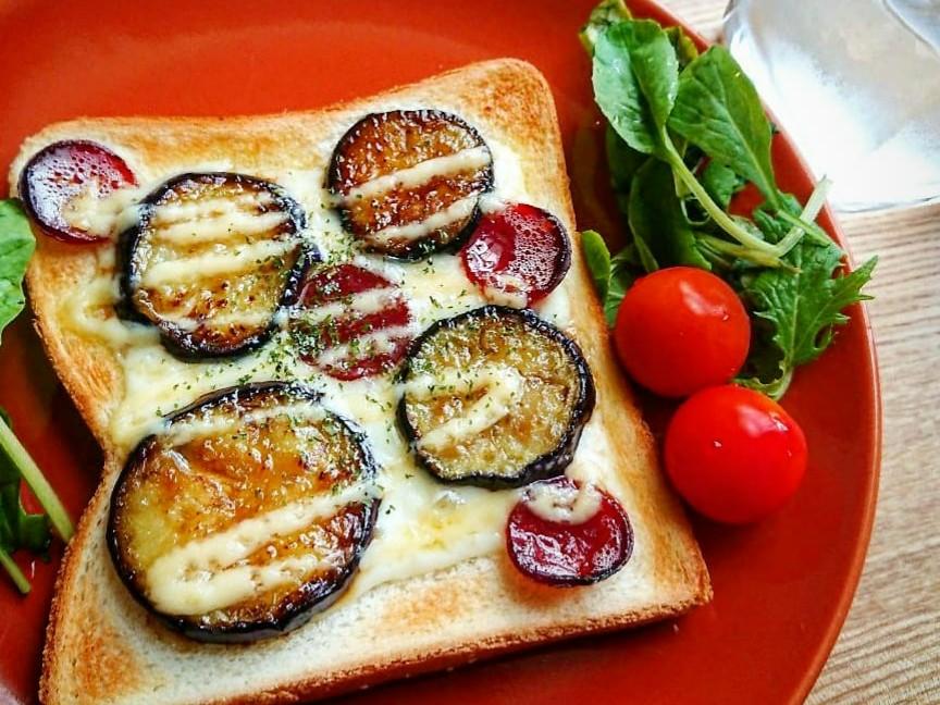 茄子とカルパスがのったトースト