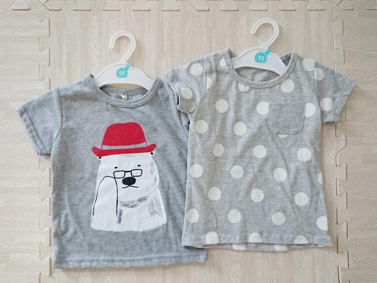 2種類のグレーのTシャツ