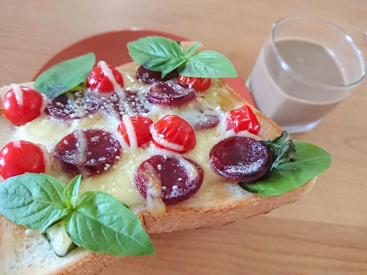 カルパス トマト バジルがのったピザトースト