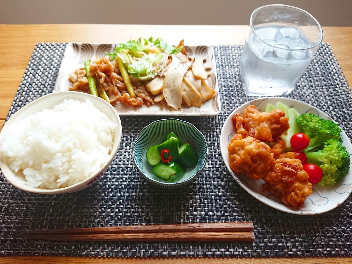 ご飯 唐揚げ 豚バラ炒め エリンギソテー サラダ