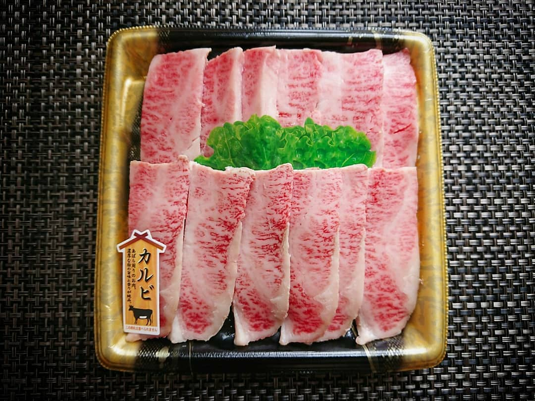 脂がのったカルビ生肉