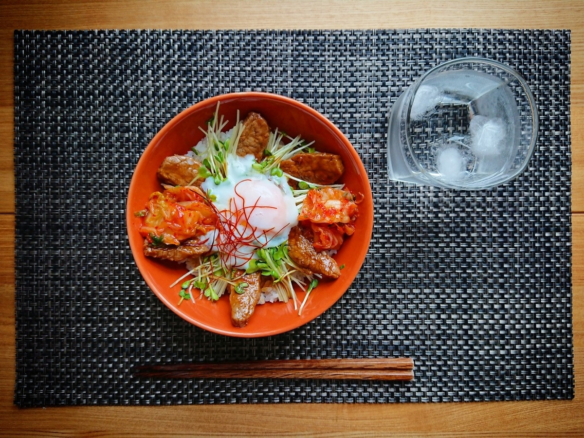 キムチ焼肉丼 水 箸