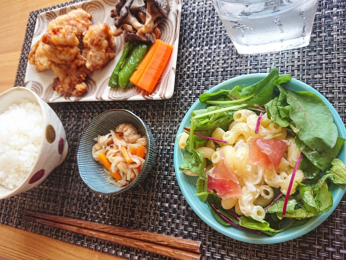 ご飯 唐揚げ マカロニサラダ 切り干し大根 素揚げ野菜 水