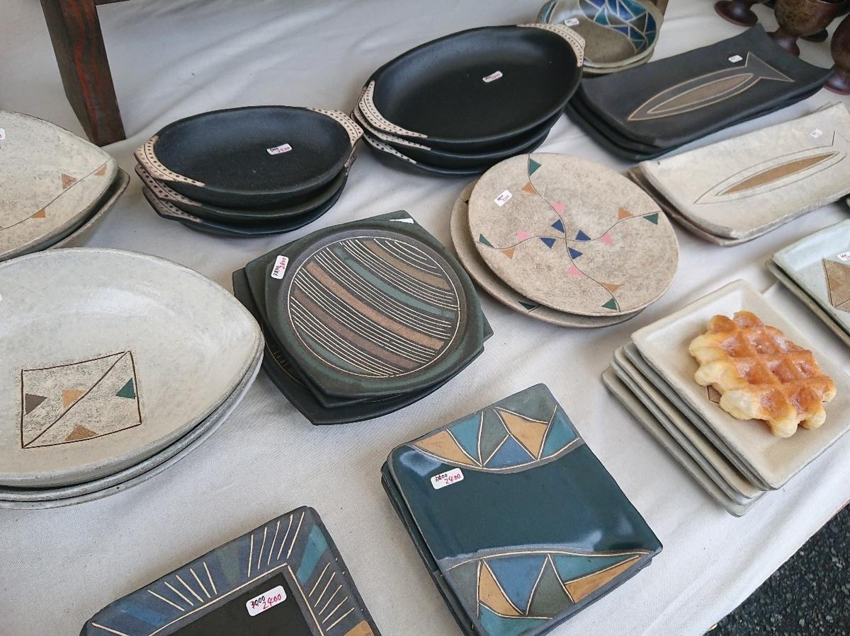 たくさんの平皿