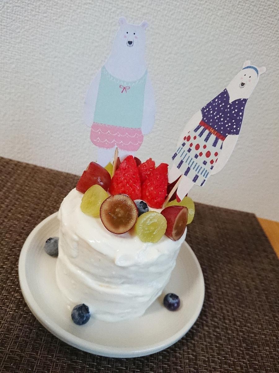 フルーツがのってホールケーキ