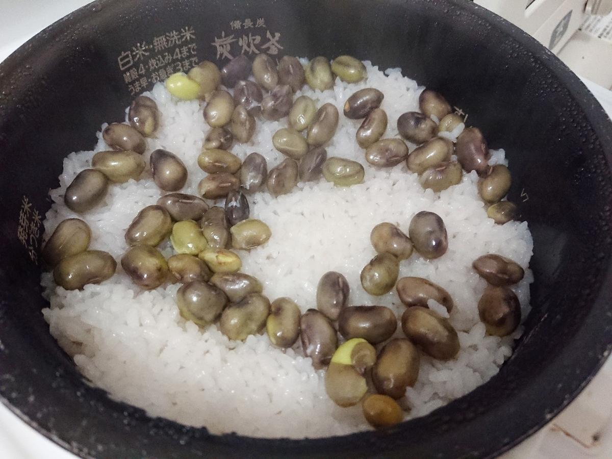 炊き上がった黒枝豆ご飯