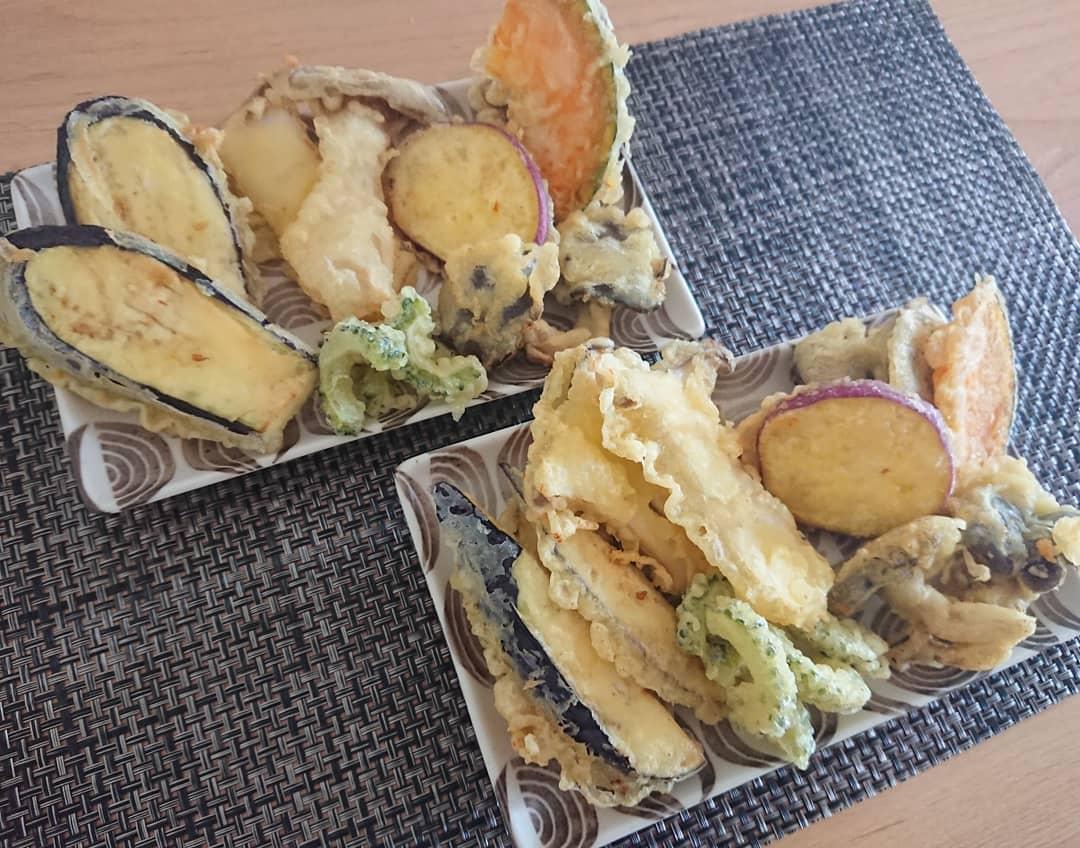 お皿に盛った天ぷら