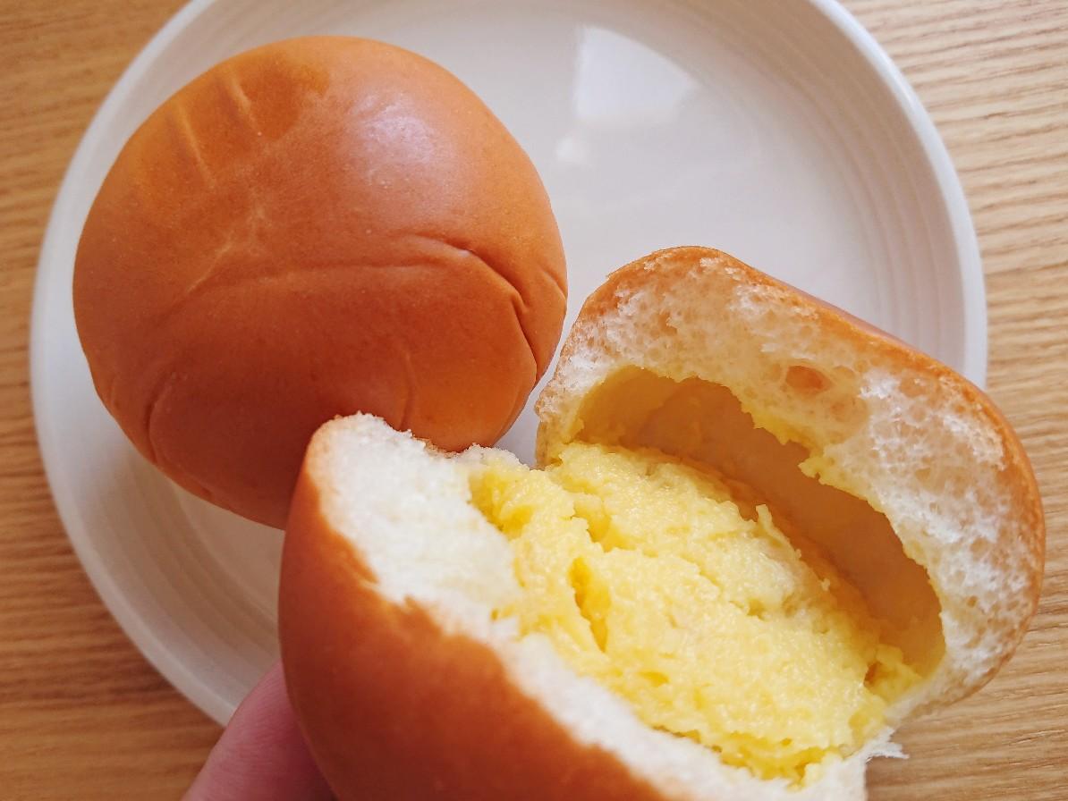 中にぎっしりクリームが入っているパン