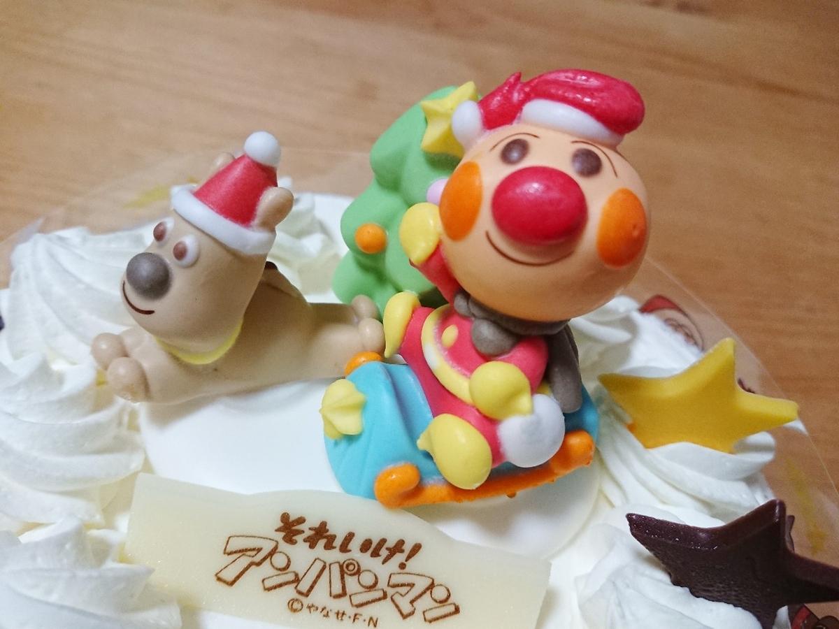 アンパンマンケーキの上にのっている人形