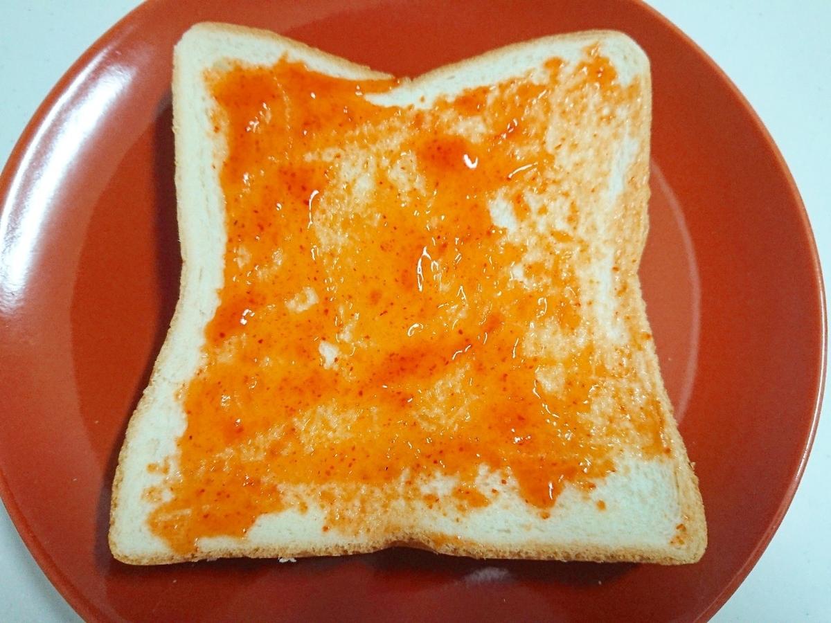 ピザソースを塗った食パン