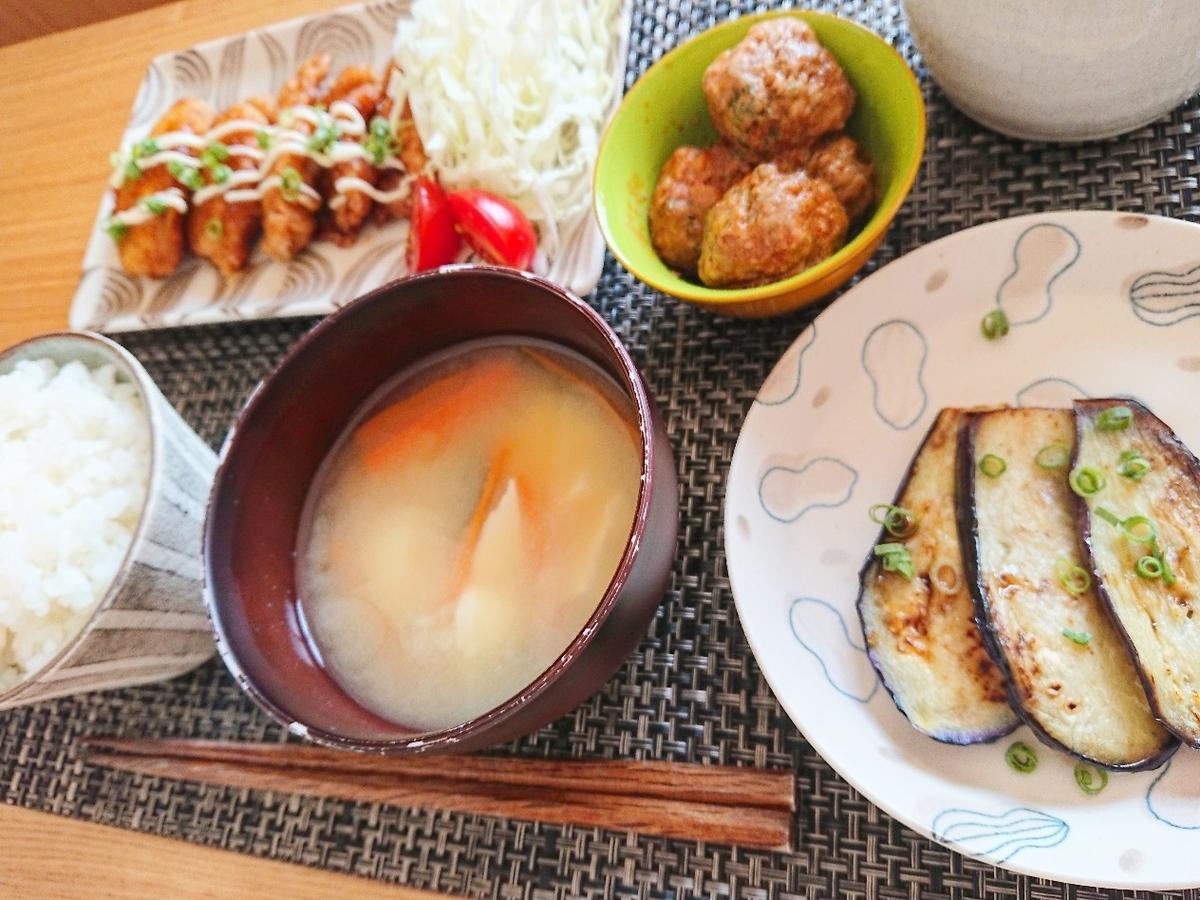 ごはん 味噌汁 ネギマヨ甘酢唐揚げ ミートボール 焼き茄子