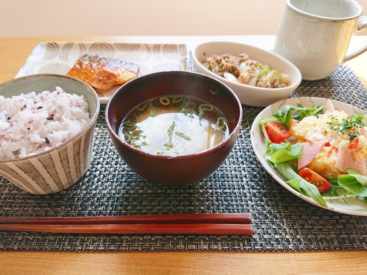 十穀米 鯖の味噌煮 お味噌汁 ポテトサラダ