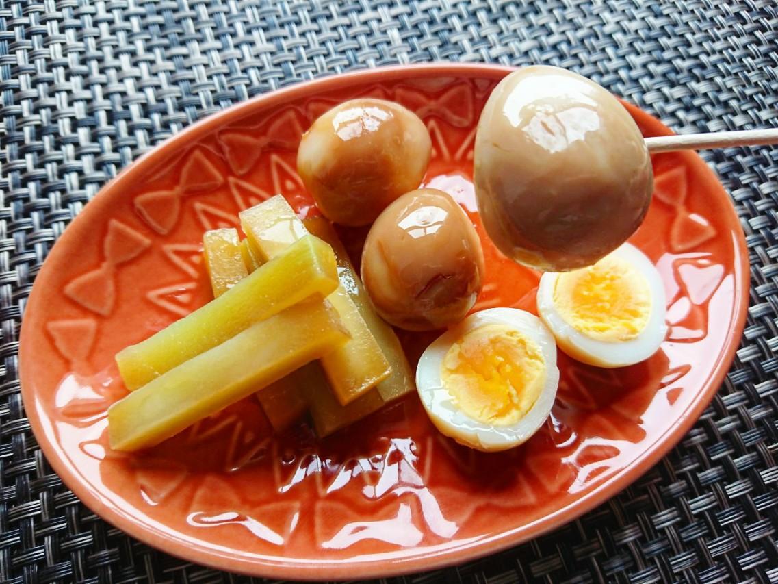うずらの卵とブロッコリーの茎