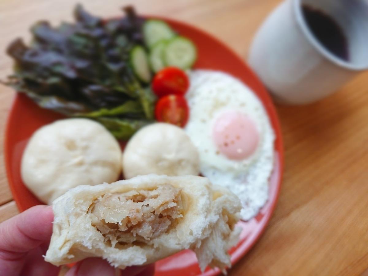 肉まん 目玉焼き 野菜 コーヒー