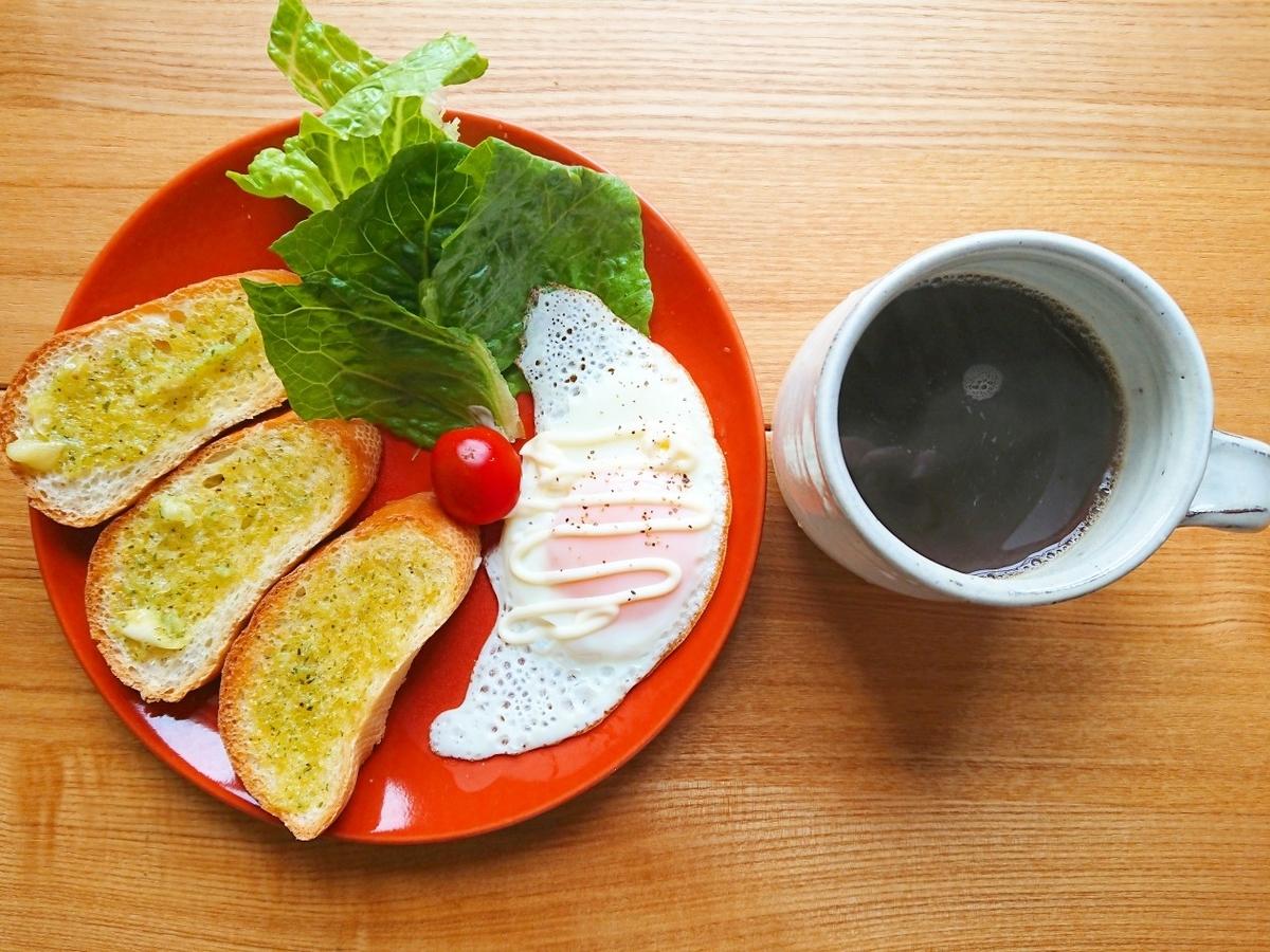 ガーリックトースト 目玉焼き サラダ コーヒー