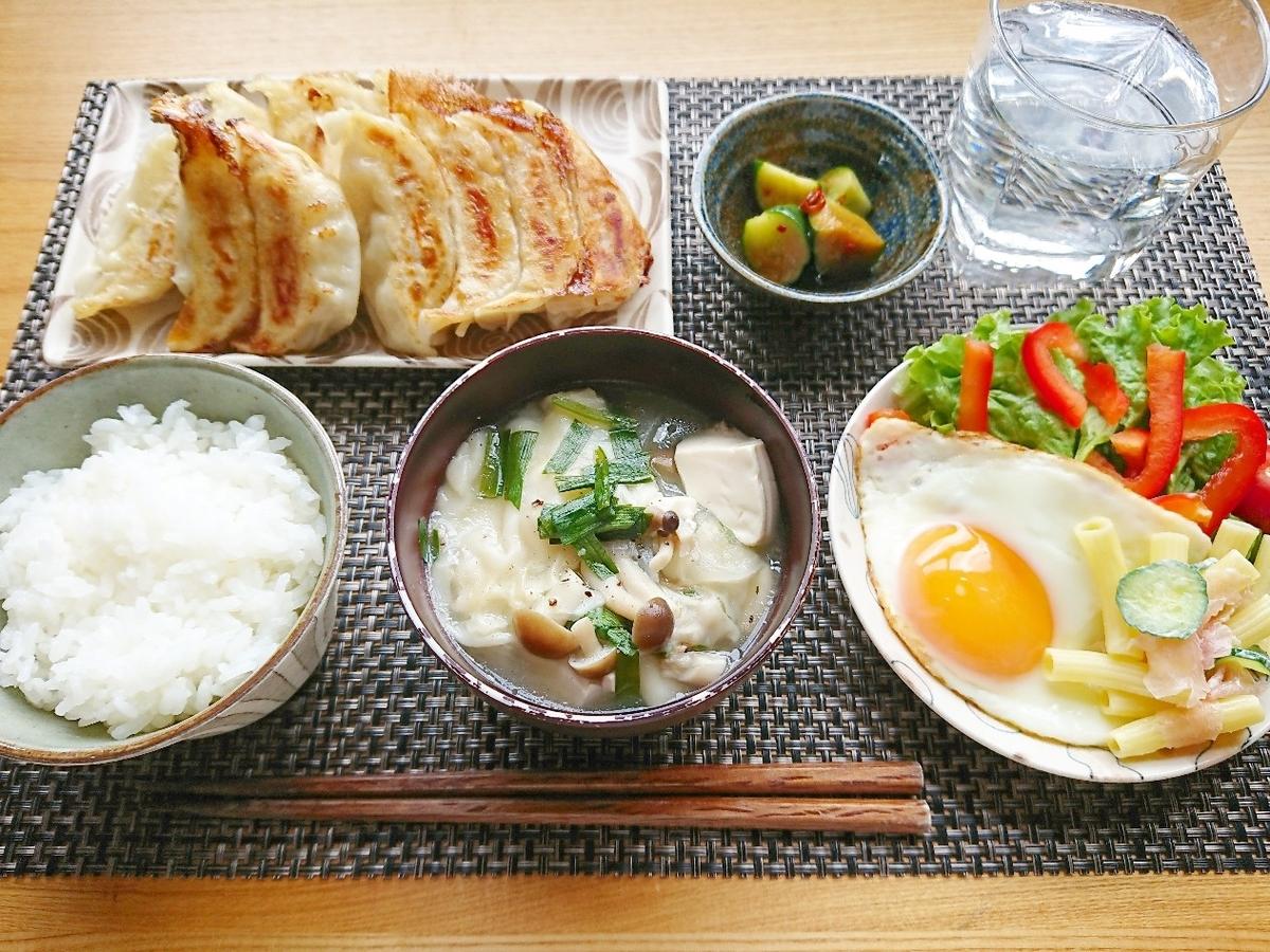 白飯 焼き餃子 ワンタンスープ サラダ