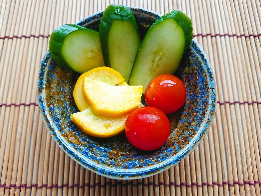 黄ズッキーニときゅうりとトマトの浅漬け