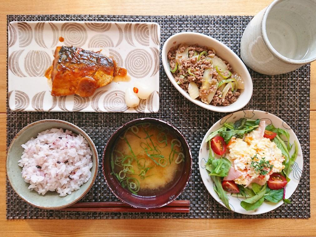 十六穀米 味噌汁 鯖の味噌煮 ポテトサラダ