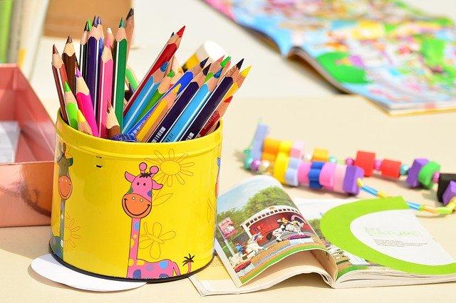 色鉛筆や子供のおもちゃ