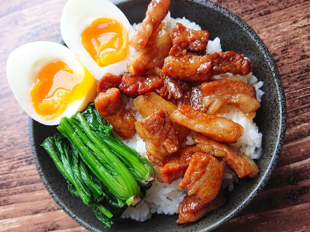 半熟卵の魯肉飯