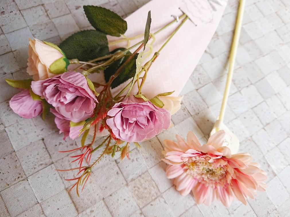 セリアのピンク色の造花