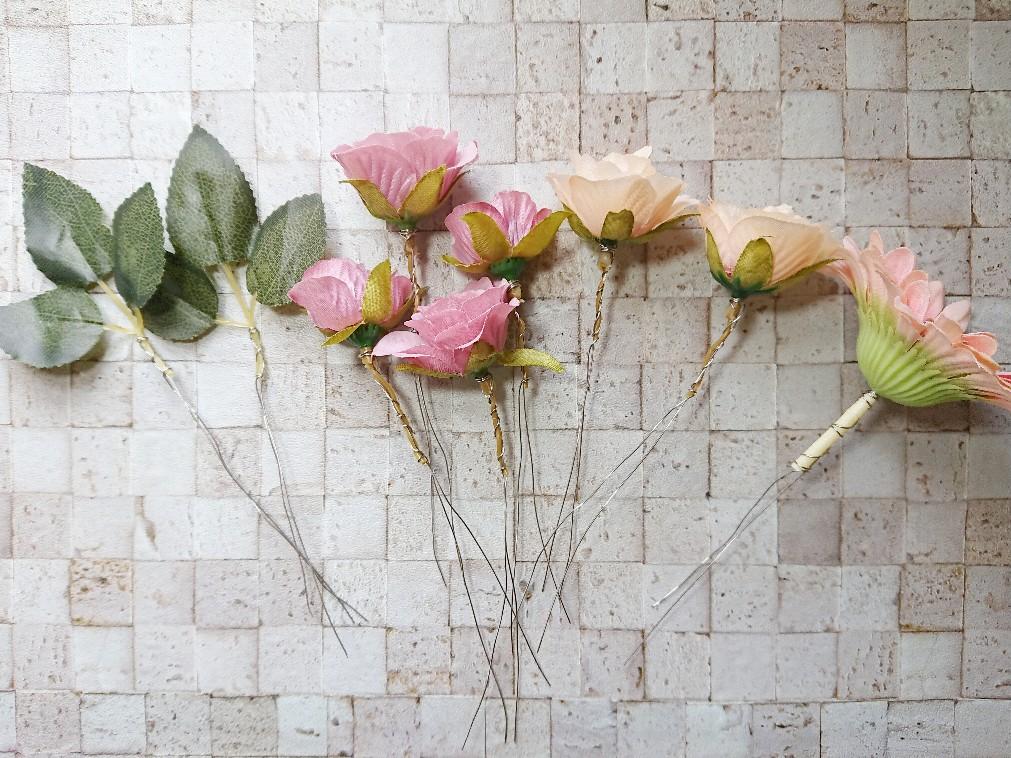 花の茎に針金を巻いている