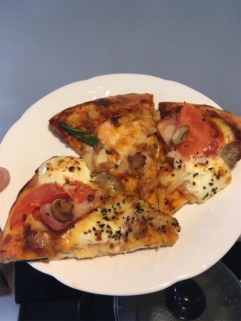 こんがり焼けたピザ